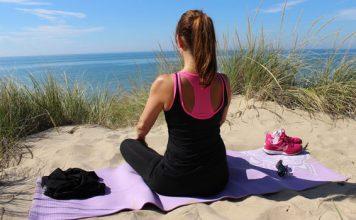 Meditation fördert die physische und seelische Gesundheit und macht dabei sogar glücklich.