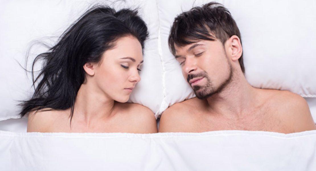 Warum nackt Schlafen gesünder ist und den Sex fördert