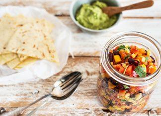 Wraps mit Guacamole und vegetarischer Füllung
